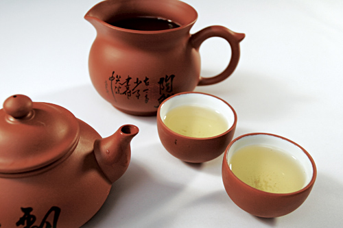 Serve tea for Chinese New Year
