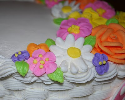royal icing poppy flowers on a cake