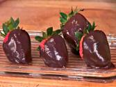 Valentine's Day Treats: Heart-healthy Chocolate Covered Strawberries!