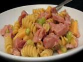 Lynn&#039;s Ham &amp; Smoked Gouda Pasta Salad