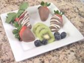 How To Make Chocolate Dipped Strawberries Drizzled With White Chocolate