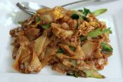 Chicken With Bean Sprouts And Crispy Noodles