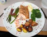 Salmon Steaks With Hollandaise Sauce