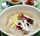 How To Eat Janchi Guksu - The Korean Banquet Noodles
