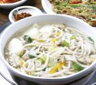 How To Eat Kalguksu - The Korean Noodle Soup