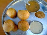 Mysore Bajji With Coconut Chutney