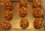 Old-fashioned Sweet Caramel Popcorn Balls