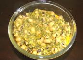 Palak Lobia / Spinach And Black Eyed Beans Curry