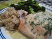 Poached Salmon With Tarragon Cream Sauce