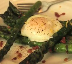 Italian Asparagus With Prosciutto And Poached Egg
