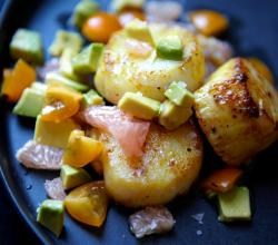 Broiled Scallops with Grapefruit