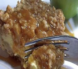 Caramel Apple Crisp Cheesecake Bars