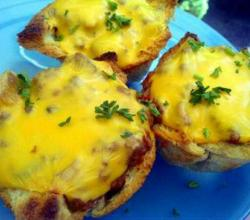 Cheeseburger Toast Cups