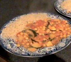Zuza zak's Weeknight Dinners: Chickpea and Courgette Curry with Brown Rice