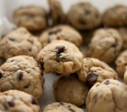 Organic Chocolate Chip Almond Cookies