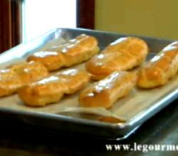 Cooking and Filling Eclairs and Cream Puffs - Part 1 : Baking Eclairs