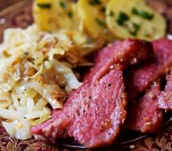 Corned Beef with Cabbage Red Potatoes and Carrots