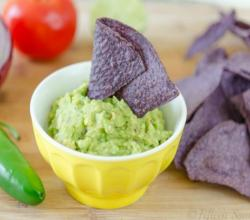 Easy Guacamole (How to Make Guacamole)