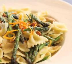 Farfalle with Sautéed Asparagus and toasted Almonds