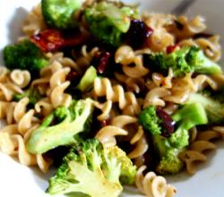 Fettuccine with Olives and Broccoli