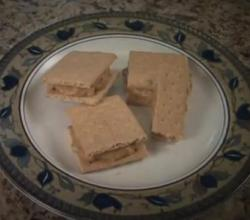 Healthy Kids Snacks - Peanut Butter, Bananas, Graham Crackers