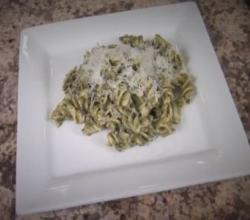 Homemade Pesto Sauce with Avocado - Fast and Easy Pesto Pasta