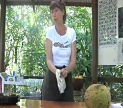 How To Cut Open a Jackfruit