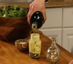 How to Make an Easy Mustard-Jar Vinaigrette