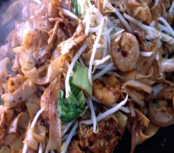 How to make Char Kway Teow (stir-fried ricecake strips)