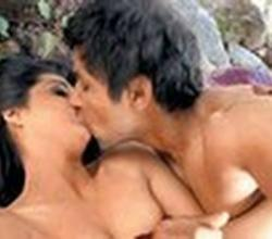 Mahie Gill & Randeep's HOT Love Making Scene