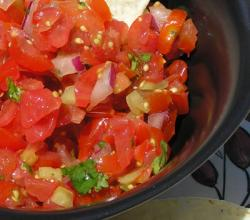 How To Eat Salsa - Tomato based Dip