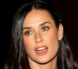 A Happy Demi Moore Dines With Friends