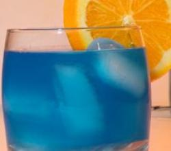 How to Mix a Blue Hawaiian Drink