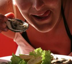 How To Eat Raw Oysters In A Correct Manner