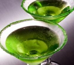 Apple Martini Garnishing Tips
