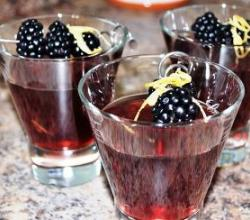 Blackberry Martini Garnishing Tips