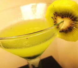 Kiwi Martini Garnishing Tips