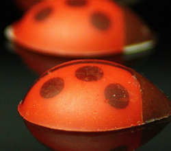 How To Make Ladybugs Out Of Fondant For Decoration