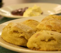 How To Eat Scones?