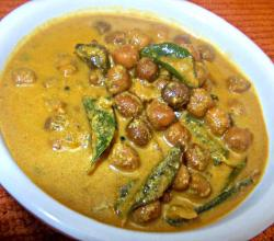 Naadan Kadala Curry (Traditional Chickpea Curry)