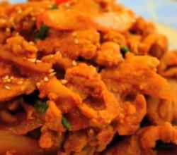 Korean Food: Spicy Fried Pork (제육 볶음)