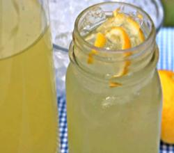 Easy Homemade Lemonade - Old Fashioned