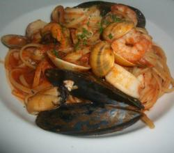 Linguine with Mussels and Tomato Sauce