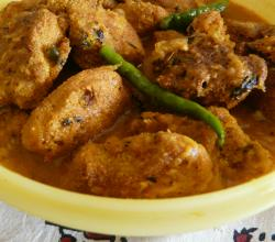 Machher Dimer Kaliya (Fish Egg Fritter Curry)