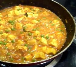 Matar Paneer / Indian Cottage Cheese and Green Peas