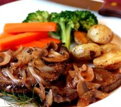 Mushrooms and Onions In Wine Sauce