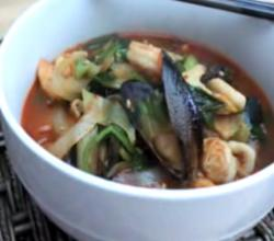 Korean Food: Spicy Seafood Noodles (짬뽕=JjamBbong)