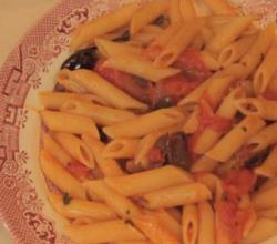 How to Make Tomato Sauce from Fresh Tomatoes - Pasta with Fresh Tomatoes and Black Olives