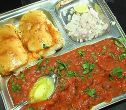 How Pav Bhaji is Made at a Stall at Juhu Chowpatty in Mumbai