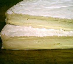 Brie De Meaux Close